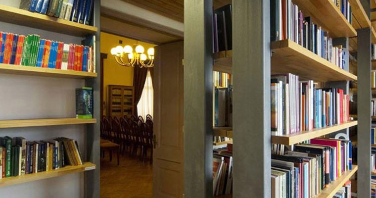 Stari Grad Public Library